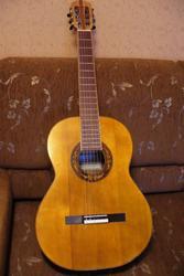 Продам классическую концертную гитару ручной работы