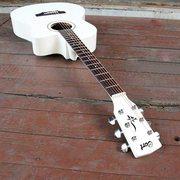 Продам хорошую гитару (состояние 10/10)